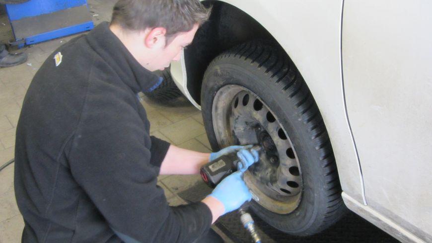 A dijon c 39 est l 39 affluence dans les garages pour poser des for Garage pour monter pneus
