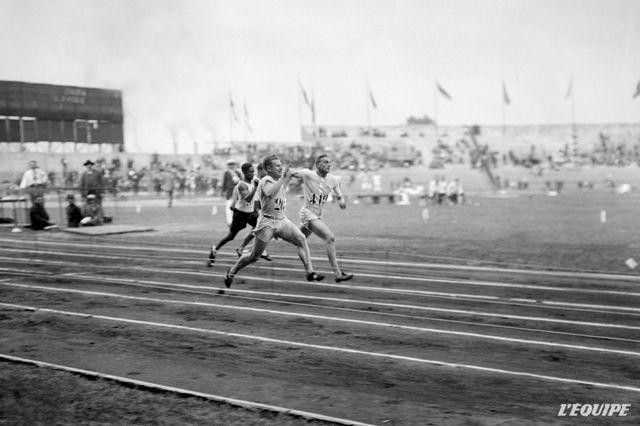 Un Anglais dame le pion aux Américains : 100 m Hommes au JO de Paris en 1924, gagné par Harold Abrahams.