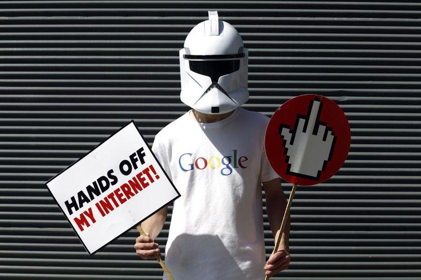 Manifestant contre la censure d'internet à Istanbul en 2011