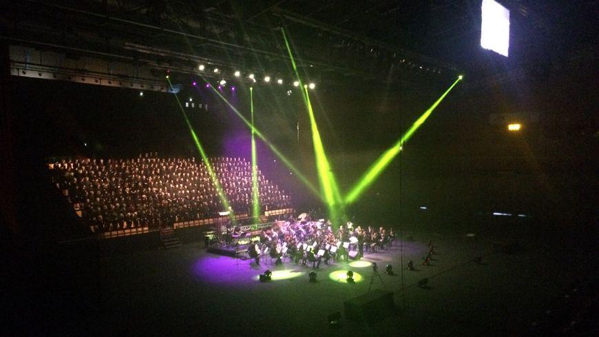 450 choristes et 80 musiciens sur la scène de la Maison des Sports de Clermont.
