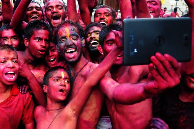 Selfie lors du Holi Festival à Bangalore