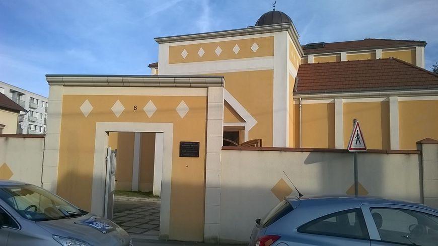 L'entrée de la Mosquée Assonnah du quartier de l'Argonne à Orléans.