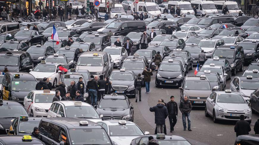 EN DIRECT Les Taxis De Nouveau Reçus à Matignon - Taxi porte maillot