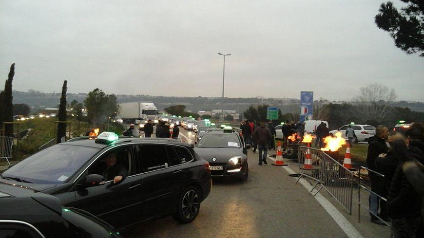 Important blocage des taxis à l'aéroport de Marseille-Marignane.