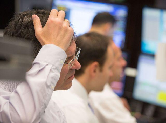 Les bourses européennes ont enregistré de lourdes pertes lundi soir