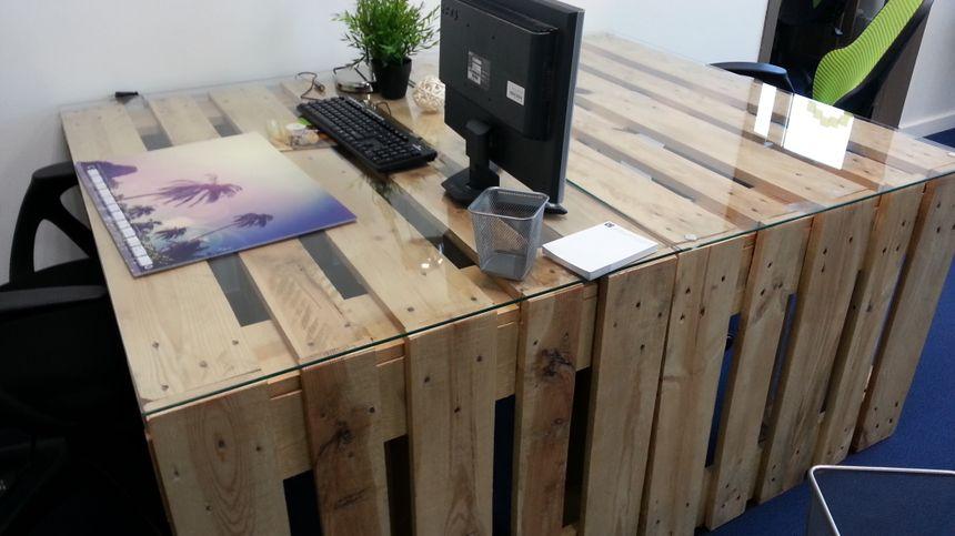 Bureaux en bois brut - comme une Etable - mais connection haut débit