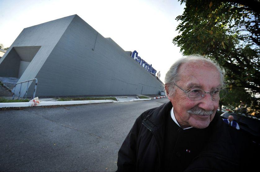 Claude Parent à l'hypermarché Carrefour de Sens qu il a dessiné