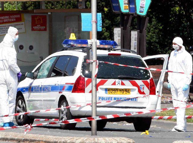 La police scientifique examine la voiture d'Aurélie Fouquet