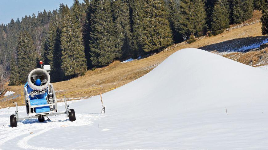 L'absence de neige ne permet la à la course de se maintenir.