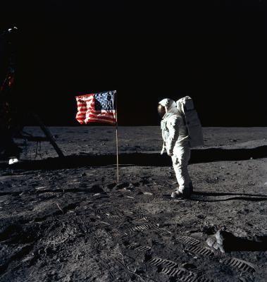 20/07/69, Edwin E. Aldrin Jr plante le drapeau américain sur la lune
