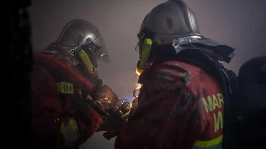 Marins pompiers sur l'incendie de la rue Venture à Marseille