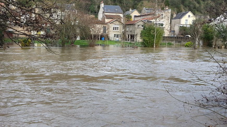 Vigilance jaune aux crues inondations les riverains au for Garage poitiers clain