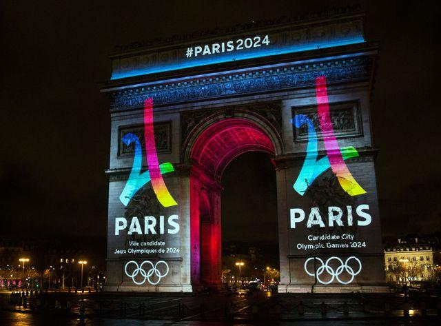 Le logo de Paris 2024 a été dévoilé sur l'Arc de Triomphe