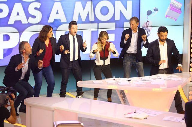 Cyril Hanouna et son équipe dans l'émission Touche Pas à Mon Poste