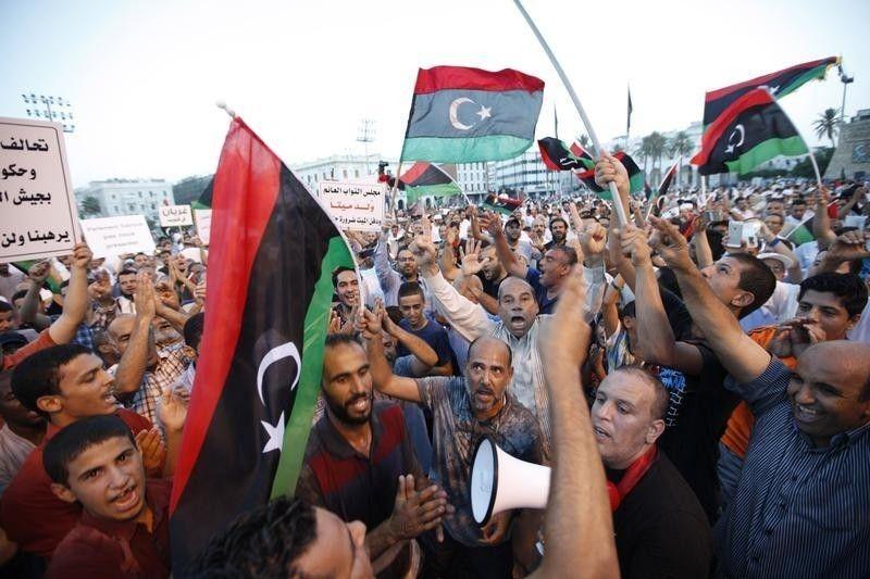 Des manifestants de Misrata qui demandent la chute du Parlement de Tobrouk(2014)