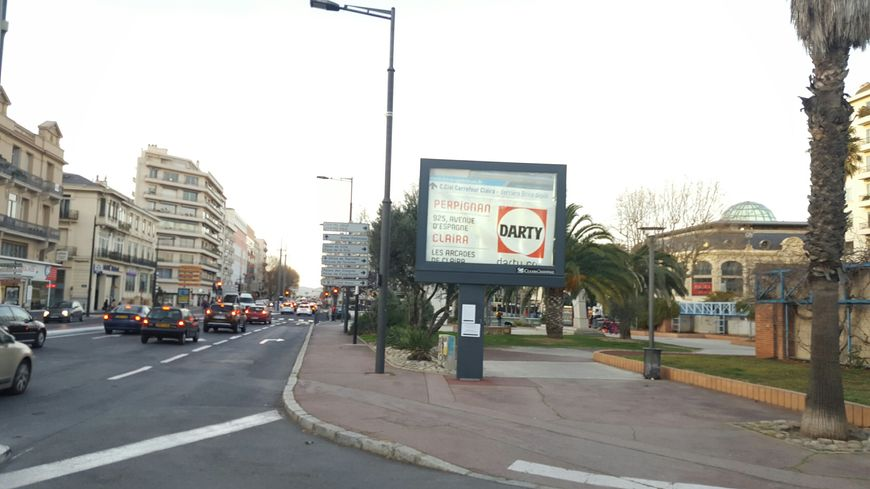 Exemple de ces panneaux 4 par 3 ici dans la centre de Perpignan