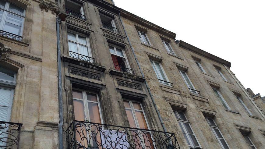 L'homme était retranché au 3ème étage de l'immeuble, cours Victor Hugo.