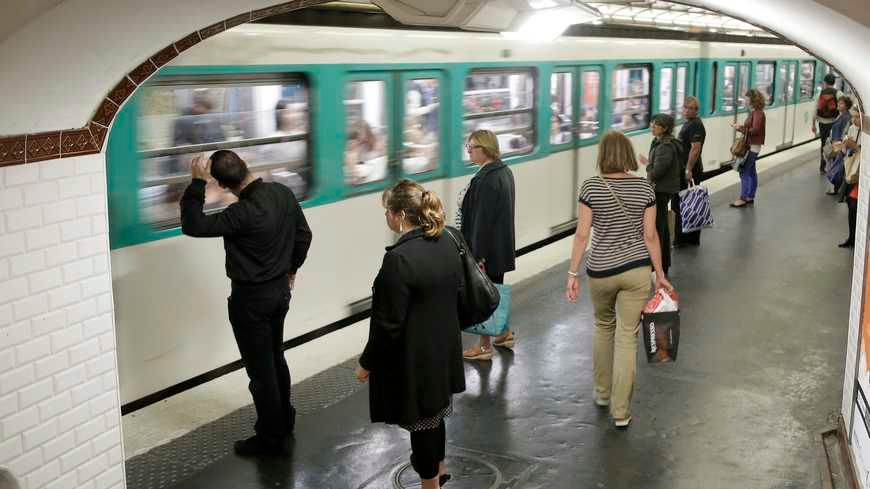 Passagers attendant le métro-Illustration