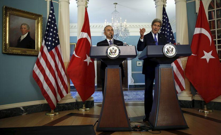 Mevlut Cavusoglu &  John Kerry, lors d'une rencontre à Washington