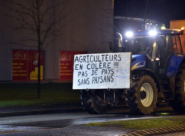 Les agriculteurs manifestent leur colère comme ici à Arras.