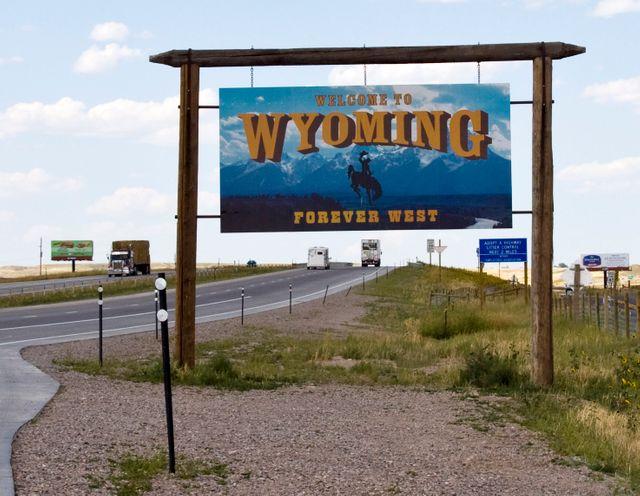 """Panneau """"Bienvenue au Wyoming"""" à la limite des états du Wyoming et du Colorado"""