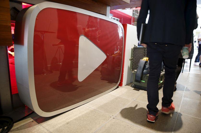 Le logo de YouTube exposé à Los Angeles