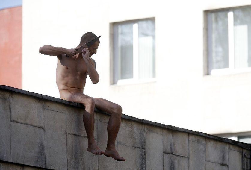 Piotr Pavlenski, le 19 octobre 2014, sur les murs de l'Institut Serbsky