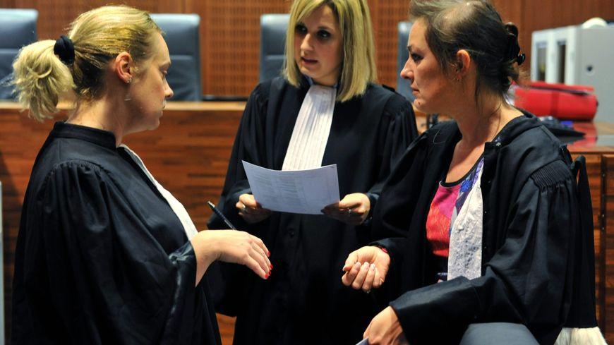 Les trois avocates des accusés.