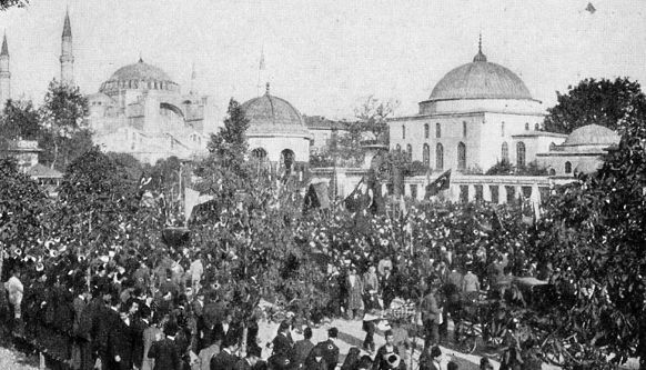 Young Turk Revolution in the Sultanahmet district of Constantinople, 1908 / Wikimedia