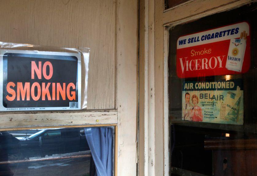 La publicité pour la cigarette est interdite en France depuis la loi Évin (1991)