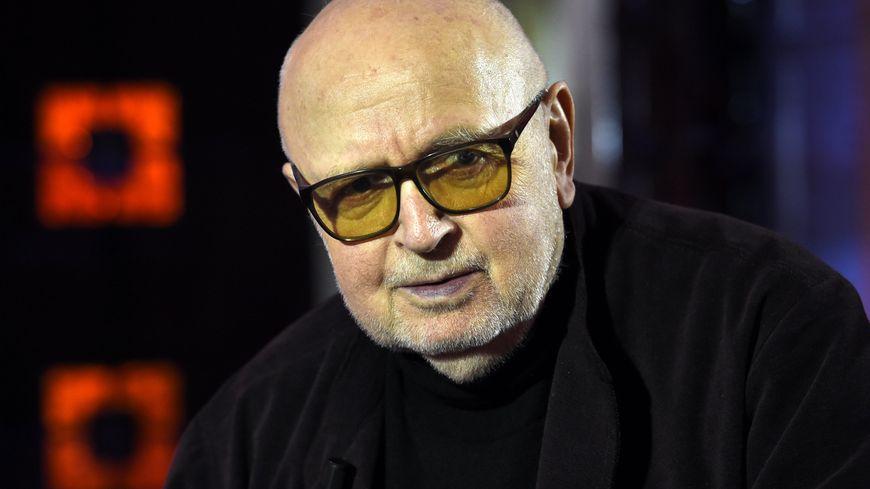 """Daniel Costelle, réalisateur, sur le plateau Fr2 pour """"Apocalypse Verdun"""