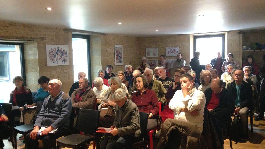 Une soixantaine de personnes a participé à la réunion publique contre Linky.