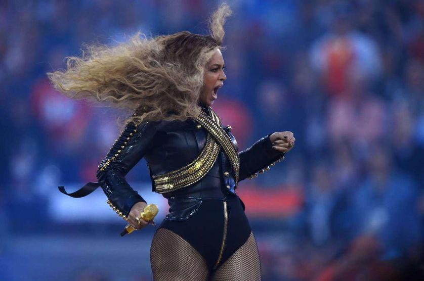 Beyoncé le 7 février 2015, mi-temps de la finale du 50e Super Bowl