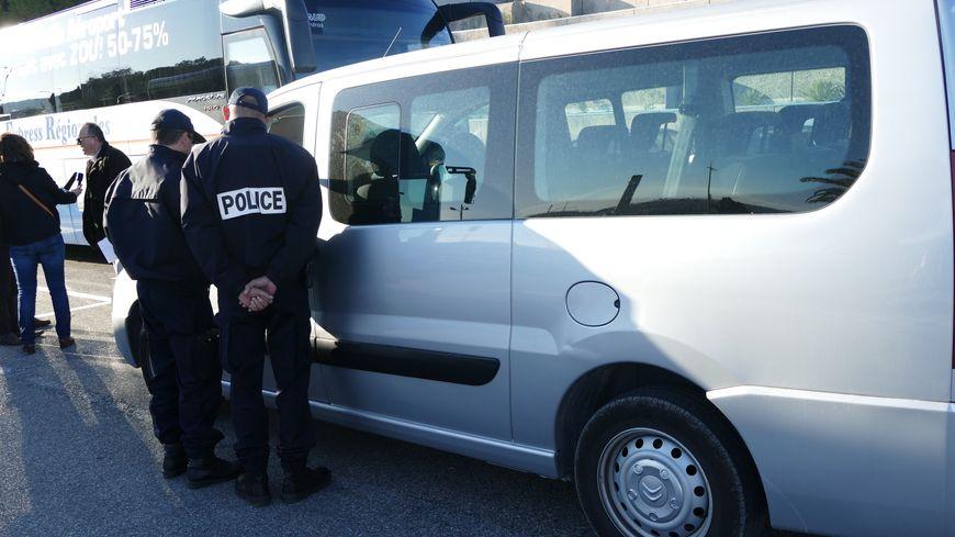 Contrôle d'un véhicule LOTI à l'aéroport Marseille Provence