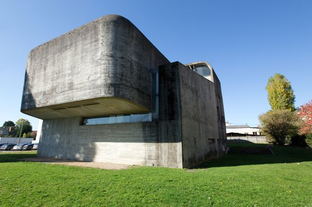 L'égilse Sainte-Bernadette à Nevers, imaginée par Claude Parent