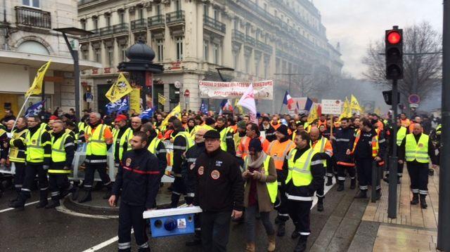 Les pompiers de la Drôme et du grand sud Est dans les rues à Valence