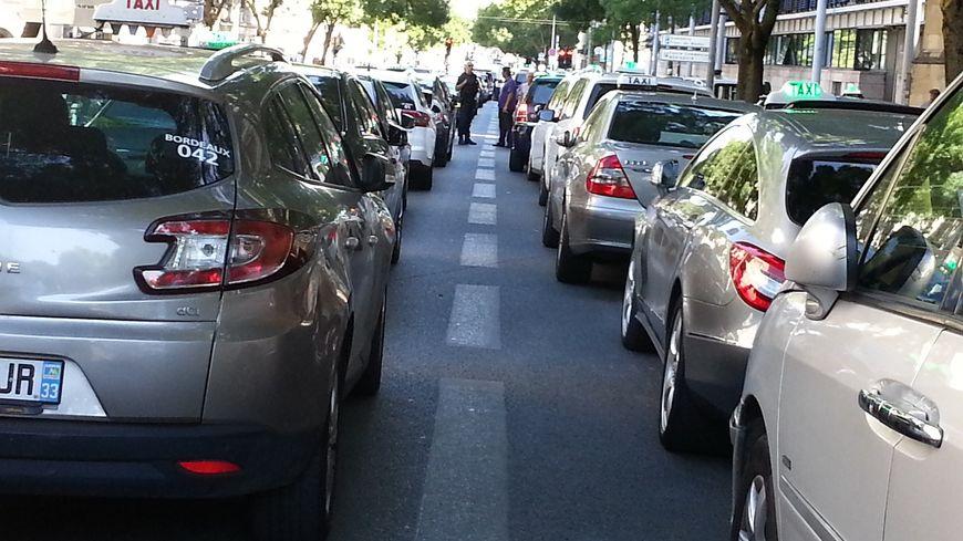 Lors de la manif des taxis devant le Palais de Justice de Bordeaux en juin 2015