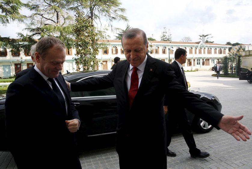 Le président turc Erdogan accueille le président du Conseil européen Donald Tusk