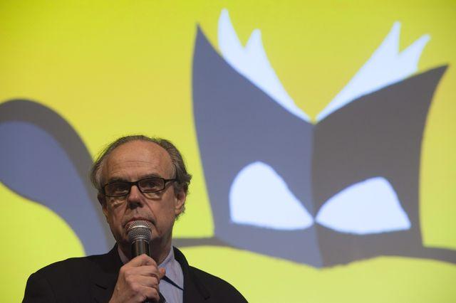 Mars, 2011. Frédéric Mitterrand au Salon du Livre, à Paris.
