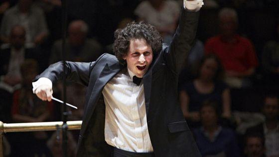 Le chef d'orchestre Alexandre Bloch est nommé directeur musical de l'Orchestre national de Lille.