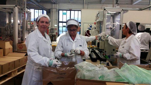 Dans l'usine de parfums ICR, 204 embauches en CDI en 2015