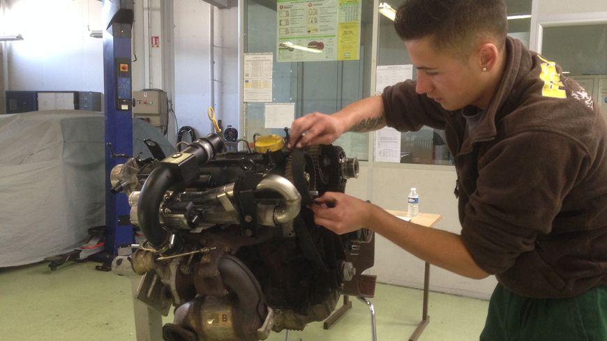 Photos De Jeunes Mecaniciens En Concours Au Lycee De Saint Vallier