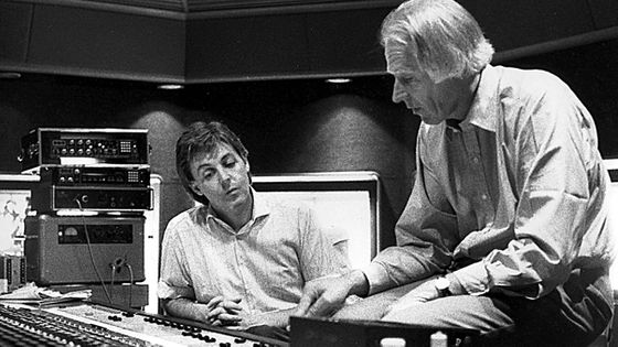 George Martin et Paul McCartney en studio ©MaxPPP