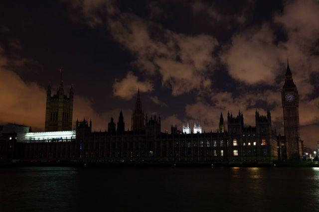 Londres éteint les lumières pour WWF Earth Hour 2015