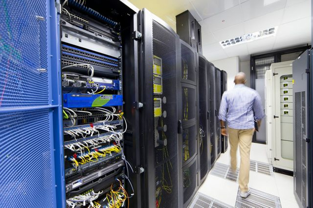 Technicien dans un data-center