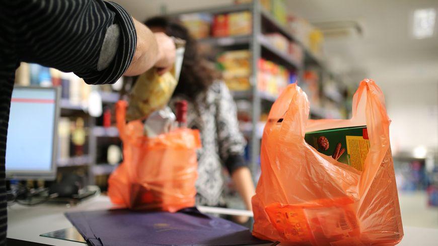 Interdiction des sacs en plastique dans les commerces