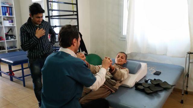 Ahmoud, soigné par Médecins du Monde, est hémiplégique après un bombardement russe