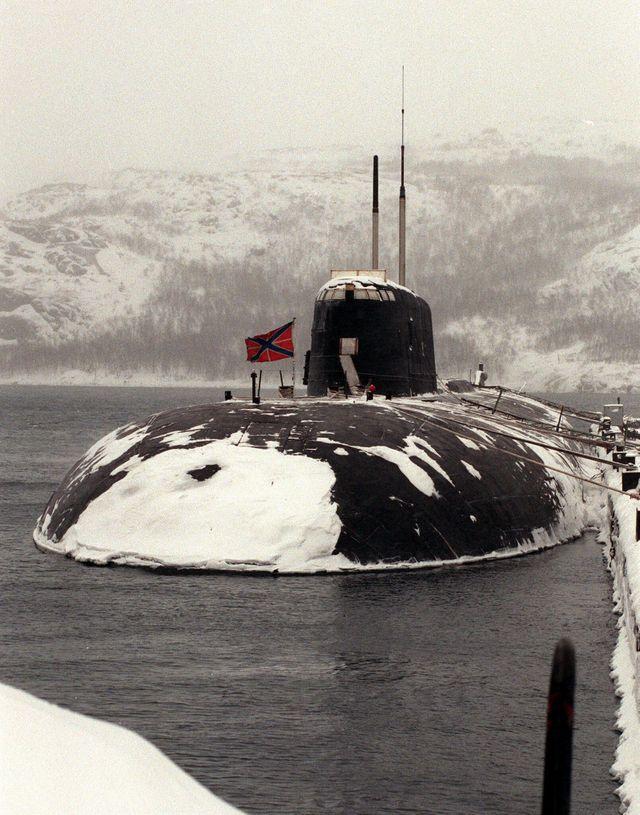 """Le sous-marin atomique russe, """"Koursk"""", en butte à un problème technique a du s'échouer sur le fond marin."""