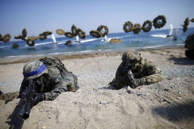 Manoeuvres communes entre Sud-Coréens (bandeaux bleux) et Américains