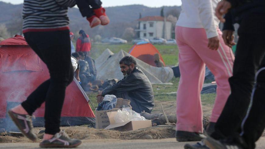 Des milliers de migrants sont bloqués à la frontiere grecque